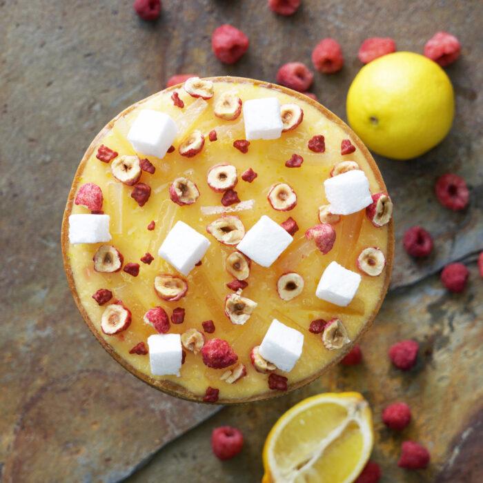 軽いレモンと木苺のタルト